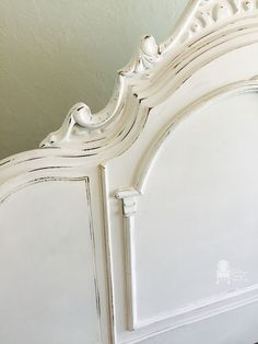 Painted-antique-bed-details We used Silver Mink from Maison Blanche Paint… Victorian Headboards, Antique Headboard, Victorian Bed, Antique Beds, Or Antique, Antique Furniture, Chalk Paint Bed, White Chalk Paint, Chalk Paint Furniture