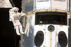 Hanging Out With Hubble (2009)