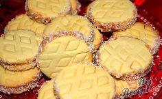 Úplně jednoduché, výborné střapaté sušenky, vhodné na vánoční stůl. Znám podobný recept se Zlatým klasem, kde se vypracuje těsto, odloží se do chladničky a pak se pomocí starého mlýnku protlačuje přes formičku a jsou z toho tyčinky. Někde je nazývají kukuřičky. Autor: Blažena Keto Cookie Dough, Keto Cookies, Delicious Cake Recipes, Yummy Cakes, Nesquik, Cracker Barrel Hashbrown Casserole, Oreo, Chocolate Cake Recipe Easy, Best Christmas Cookies
