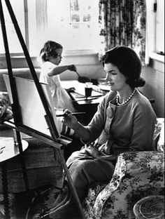 Mrs. Kennedy and Caroline, painting on their canvases in Hyannis Port, 1961. Alfred Eisenstaedt