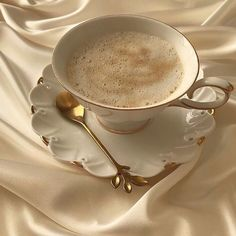 Image discovered by jade ☆ gummy. Find images and videos about style, beauty and aesthetic on We Heart It - the app to get lost in what you love. Cream Aesthetic, Classy Aesthetic, Brown Aesthetic, Aesthetic Food, Aesthetic Vintage, Coffee Break, Coffee Time, Decaf Coffee, Coffee Latte