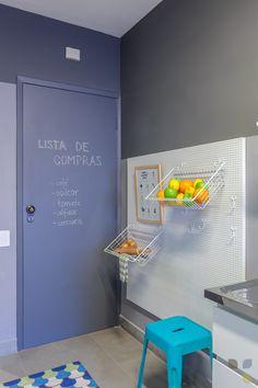 Apto Jab A Versatilidade Do Painel Perfurado Permitiu Uma Fruteira Super Bacana Nesta Cozinha