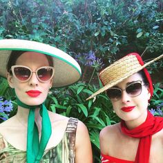 "Dita Von Teese su Instagram: ""Ready for the weekend with @goldilocksg in my ""Sophisticat"" and ""Femme Totale"" sunglasses (hats from my vintage collection, earrings from @delfinadelettrez)"""