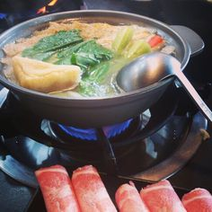 一品香 溫暖的火鍋 和家人一起 <3 肚子真的快爆炸了 超飽 !