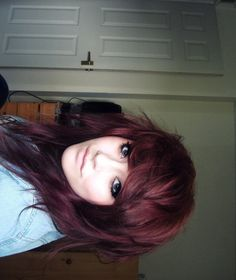 Love the colour of her hair and the cut is gorgeous not sure my hair is thick enough for this though