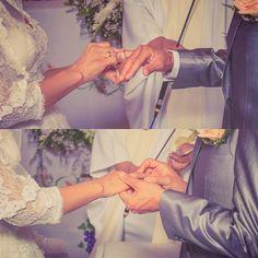 Dos razones por la que fotografiar no es sólo una foto si no capturas momentos. Cómo las dos corazones volviéndose uno. #photography #bolivia #AFPhotographer #siguemeytesigo #santacruzdelasierra #wedding http://ift.tt/2dTN7FI - http://ift.tt/1HQJd81