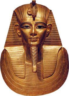 Fig. 2. Vista frontal de la máscara de Psusenes I. Foto en J. Malek, Egipto, 4000 años de arte, Barcelona, 2003, p. 274.
