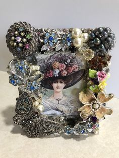 Costume Jewelry Crafts, Vintage Jewelry Crafts, Vintage Costume Jewelry, Vintage Jewellery, Antique Jewelry, Jewelry Frames, Jewelry Art, Jewelry Ideas, Victorian Crafts