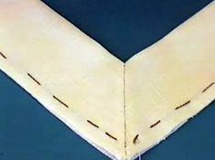 V-hals afwerken met 1 biesdeel. Videonaailes op www.modemakendoejezo.nl