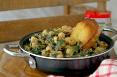 */SPINACH AND CHICKPEAS, A TYPICAL TAPA FROM SEVILLE/*(Scroll down for the English recipe)