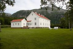 Glomstua, Stakmyrveien 2, 8160 Glomfjord, Norway Norway, Cabin, Mansions, House Styles, Home Decor, Velvet, Pictures, Decoration Home, Manor Houses