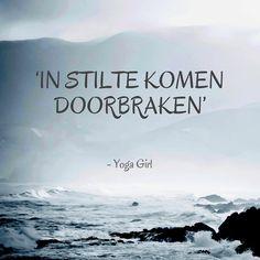 Uit 'Yoga Girl' van Rachel Brathen. De Zweedse Rachel Brathen is met ruim een miljoen volgers op Instagram een fenomeen in de yogawereld. In dit boek beschrijft ze haar reis van een chaotische en moeilijke jeugd naar een nieuw leven als yogaleraar op Aruba.