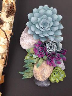 Felt succulent plants and faux stones arrangement por miasole
