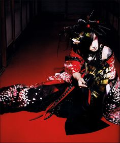 Asagi, vocalist of the visual kei band, D. Costume and makeup from the PV for the song:  桜花咲きそめにけり - Ouka Saki Some ni Keri
