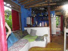 interior da Casa de cupim, sofá de hiperadobe.