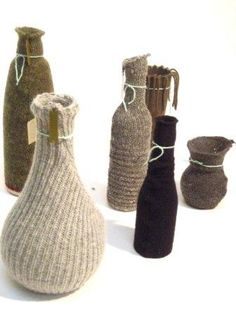 DIY Tip >> recycling: geef je oude fles of vaas een nieuw leven met een jas van een oude trui