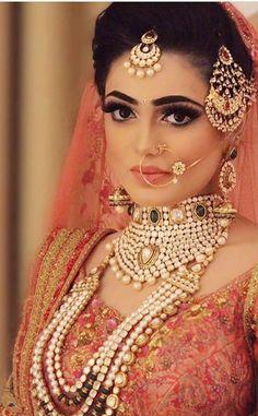 Bridal Makeup Looks, Bridal Looks, Bridal Style, Bridal Beauty, Indian Bridal Fashion, Indian Wedding Jewelry, Punjabi Bride, Pakistani Bridal, Moda Indiana