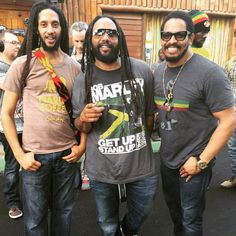 Celebrating the Gong, their father, yesterday. Julian, Kymani and Rohan Marley. Bob Marley Kids, Marley Family, Marley And Me, Bob Marley Lyrics, Reggae Bob Marley, Marley Brothers, Julian Marley, Bob Marley Pictures, Famous Legends