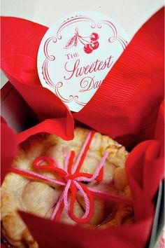 so cute! pie labels!