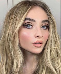 2018 sabrina carpenter photo by make-up artist nikki wolff @ london, england Makeup Trends, Makeup Inspo, Makeup Tips, Makeup Products, Makeup Ideas, Beauty Make-up, Beauty Hacks, Hair Beauty, Sabrina Carpenter