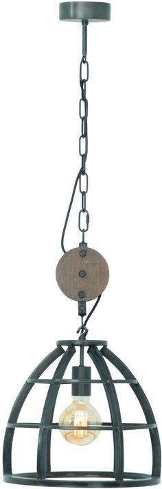 Stoere hanglamp met een zwart metaal frame en een gave klos hout die de illusie geeft een katrol te zijn. Deze is eventueel ook makkelijk te verwijderen.