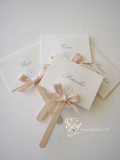 segnagusto confettata personalizzati con fiocchetto rosa cipria Wedding Signs, Wedding Cards, Diy Wedding, Wedding Invitations, Wedding Day, Diy And Crafts, Paper Crafts, Table Cards, Simple Weddings