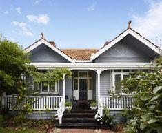 Brick Exterior Homes - - Exterior Paint Colors For House - - - House Paint Exterior, Exterior House Colors, Exterior Design, Exterior Homes, Style At Home, Weatherboard Exterior, Stucco Exterior, Grey Exterior, Exterior Cladding