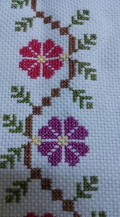 Really nice Cross-Stitch towel flower pattern. Border Embroidery Designs, Hand Embroidery Stitches, Ribbon Embroidery, Cross Stitch Embroidery, Embroidery Patterns, Cross Stitch Borders, Cross Stitch Flowers, Cross Stitch Designs, Cross Stitching