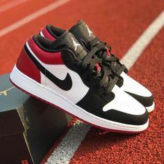 Air Jordan Retro, Retro Sneakers, Sneakers Nike, Black Toe, Black And White, Zapatillas Jordan Retro, Air Jordans, Basketball Shoes, Sports Basketball