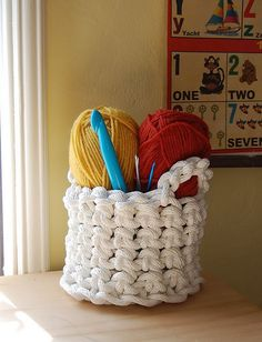 How-To: Crochet Rope Basket! I really want to make this! It would be so refreshing to use a giant hook after always holding my size D hook.