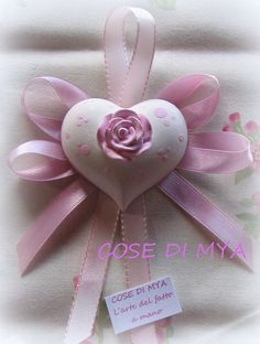 GESSI PROFUMATI SEGNAPOSTO Communion Favors, Fabric Hearts, Polymer Clay Flowers, Clay Ornaments, Soap Packaging, Satin Flowers, Gift Tags, Diy And Crafts, Valentines