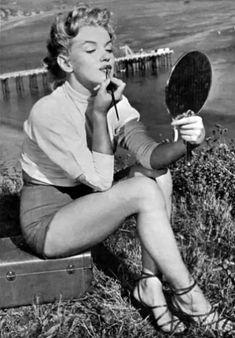 http://kristengrace.hubpages.com/hub/Marilyn-Monroe-Beyond-the-Beauty