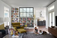 7-day Plan to an organized Living Room - (Farmhouse Living Room by Tim Cuppett Architects)