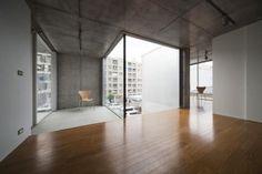 Een overhangend inpandig balkon
