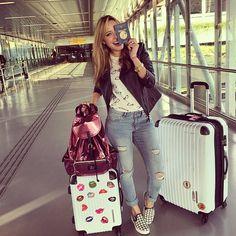 CHEGOU O DIA DO #YOLOVEGAS!!! SUPER ANSIOSA PRA CHEGAR LOGO E MOSTRAR TUUUUDO PRA VOCÊS! Já no aeroporto com @kehhbuchmann e @nahcardoso! O quarto elemento @maddumagalhães, só vamos encontrar lá! Já to sabendo que o @grupoitbrazil preparou várias surpresas... MUITO ANIMADA!!! #vivamaishistórias #euvoucomHU #RockinRioUSA @hotelurbano