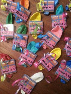 Traktatie kinderopvang. Boekje kikker (Kruidvat), ballon & tape & lint (hema)