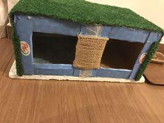 Kočičí bouda z dvou spojených krabic od mléka, falešné trávy (na škrábání), provazu na škrabadlo kousku koberce jako podestylku. Storage Chest, Furniture, Home Decor, Homemade Home Decor, Home Furnishings, Decoration Home, Arredamento, Interior Decorating
