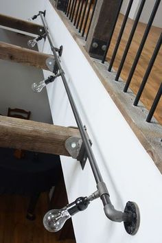 SALVAGE rugged style gas pipe wall light (quad) 商品名 ラギット壁付けガス管照明 4灯 商品コード SA-054 サイズ W3600mm パイプ径 約21mm 価格 ¥65,000 + TAX 使用電球 : 白熱電球 E26 60W×4 PSE取得 option : ガードメッシュ ¥2,000 ガス管使用の壁付照明です。 パイプ径は1/2インチ(大凡21mm)を使用しております。 画像のものは全長3600mmで製作してありますが、サイズ変更可能です。 また、画像は裸電球ですが、オプションで灯光器のガードメッシュを取り付けられます。