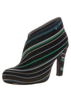 FOLD HI - Nilkkurit - vihreä Heeled Mules, Nude, Heels, Fashion, Heel, Moda, Fashion Styles, Shoes High Heels, Fashion Illustrations