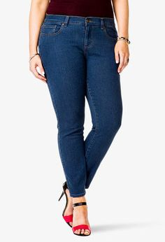 Plus size women can wear skinny jeans with the best of them. Learn how to find your best plus size jeans and style them to look amazing. Trendy Plus Size Fashion, Curvy Fashion, Plus Fashion, Womens Fashion, Best Plus Size Jeans, Plus Size Tips, Jeans Size, Forever 21, Plus Size Clothing Stores