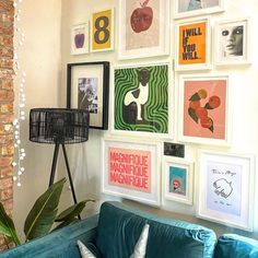 Eclectic Wall Decor, Eclectic Gallery Wall, Gallery Wall Bedroom, Gallery Wall Art, Eclectic Artwork, Apartment Walls, Colorful Apartment, Uni Room, Inspiration Wall