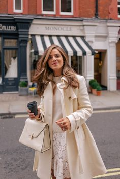 The Gal Meets Glam Ultimate London Travel Guide highlights our most memorable London moments from over the past 5 years. Mode Outfits, Fall Outfits, Fashion Outfits, Womens Fashion, Fashion Trends, Ladies Fashion, Preppy Style, My Style, Estilo Preppy