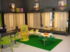 Opticiens. #coin #aménagement #agencement #enfant #bébé #bambin #opticien #tables #totem