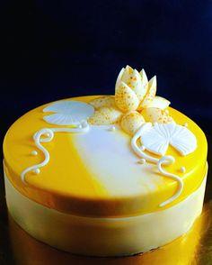 Birthday cake in yellow #elenakrasnovapastrychef #pastry #pastryart…