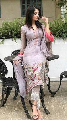 Beautiful Girl Photo, Cute Girl Photo, Beautiful Girl Indian, Beautiful Indian Actress, Beauty Full Girl, Beauty Girls, Beauty Women, Most Beautiful Bollywood Actress, African Traditional Dresses