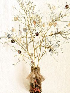 DIY Thanksgiving Tree - our family is going to make one and write one thing we are thankful for each day till Thanksgiving
