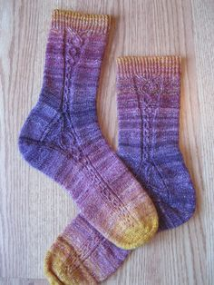 Handspun socks – Page 2 – Any Way You Spin It Knitting Socks, Hand Knitting, Knitting Patterns, Knit Socks, Knitting Ideas, Lots Of Socks, My Socks, Crochet Slippers, Knit Or Crochet
