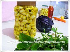 SARIMSAKLARI SAKLAMA YÖNTEMİ Turkish Recipes, Winter Food, Pistachio, Bon Appetit, Pickles, Cucumber, Allah, Stuffed Peppers, Homemade
