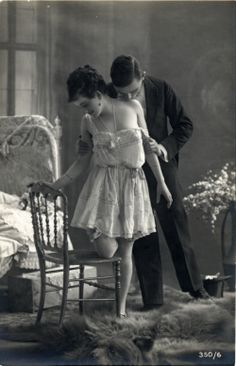 Vintage couples, vintage kiss, photo vintage, vintage love, vintage b Romance Vintage, Vintage Kiss, Vintage Couples, Photo Vintage, Vintage Love, Vintage Black, Passionate Couples, Old Soul, Foto Art