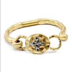 1 day SALE ✨Absolutely Beautiful Cross Bracelet✨  ✨Absolutely Beautiful Cross Bracelet ✨ Jewelry Bracelets